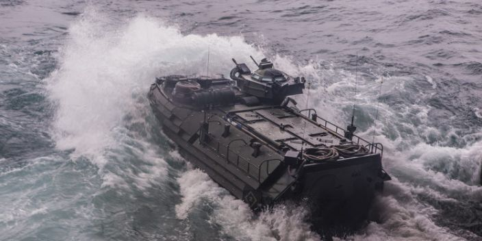 assauLt amphibious vehicLe AAV US marines death trap