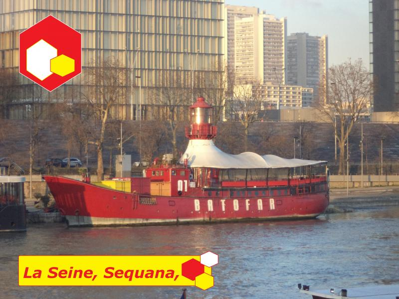paris lighthouse boat la seine